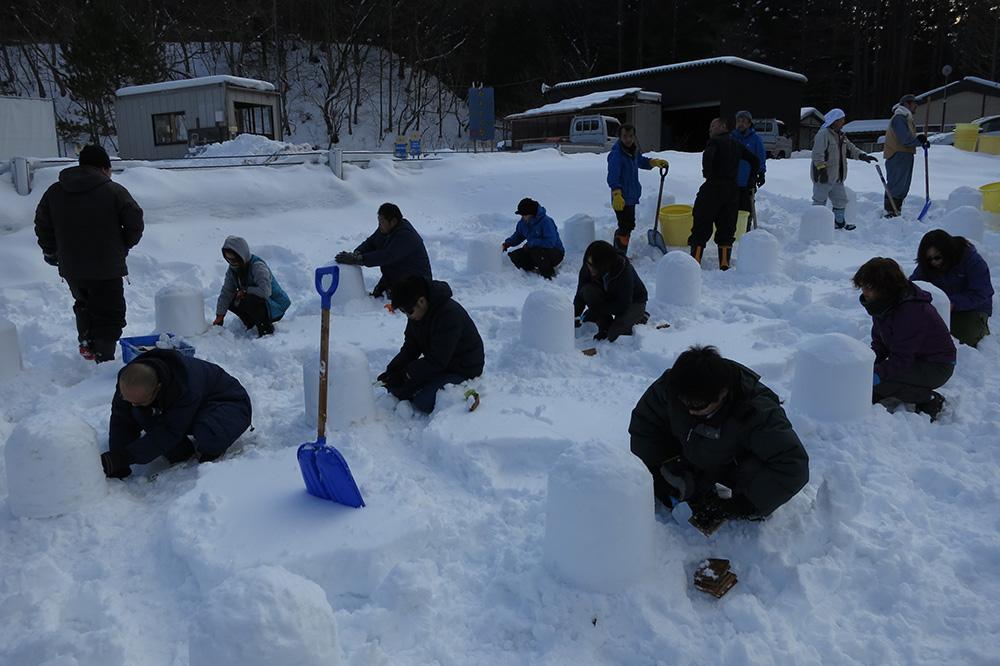 市民のかまくら作り アップ 湯西川温泉かまくら祭り(日光市) 栃木県 とちぎのしゅし