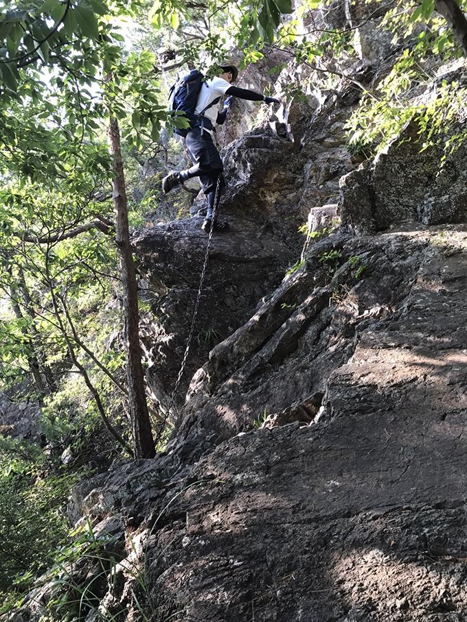 難所「クサリ場」岩肌 仙人ヶ岳(足利市)動画|栃木のゆる~い登山部 とちぎのしゅし
